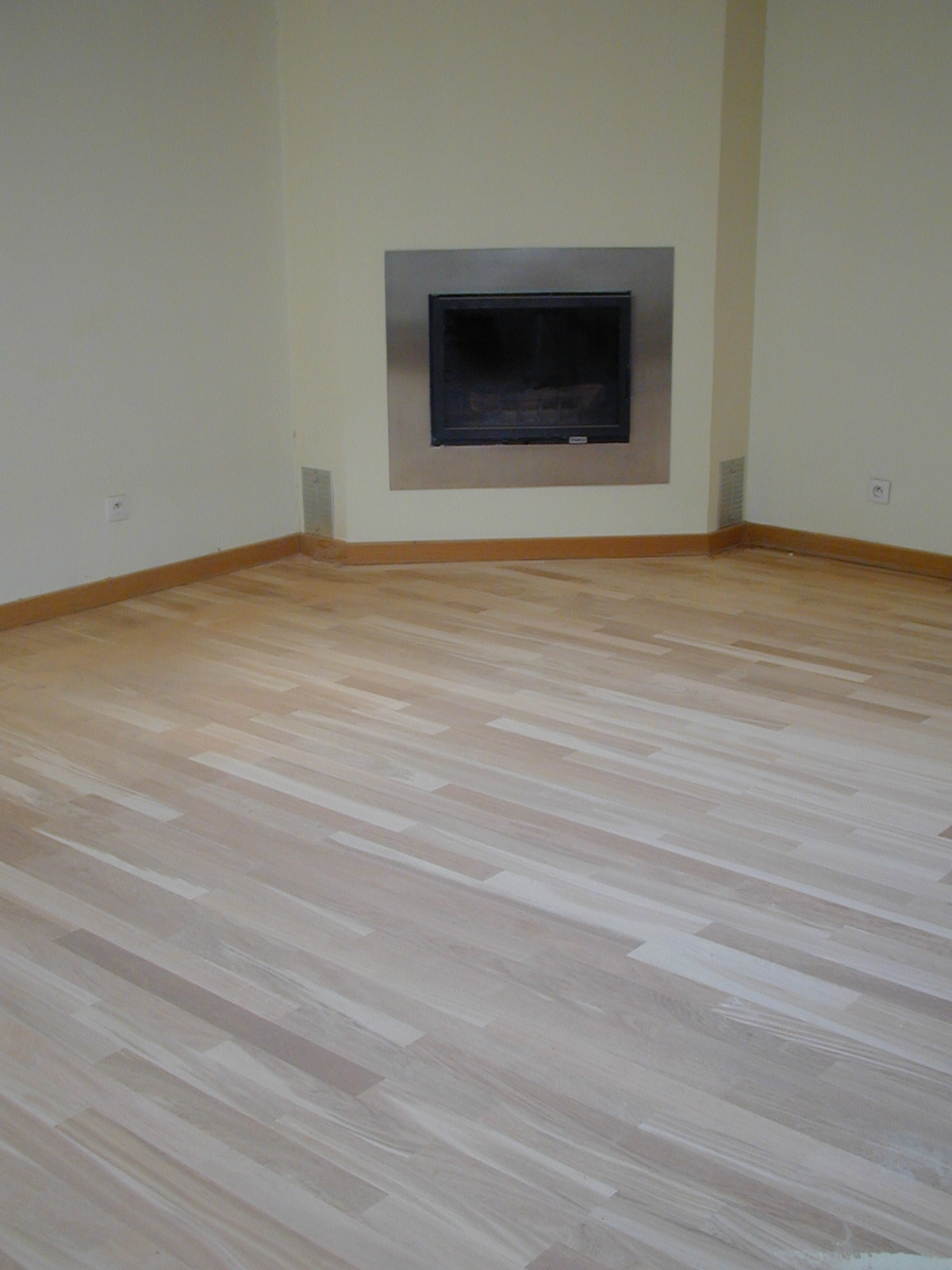 Decaper un parquet en chene cout d une renovation for Peindre parquet vitrifie